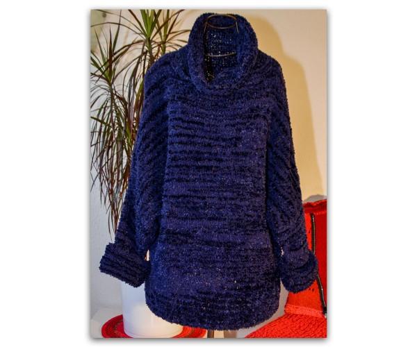 Handgestrickter Pullover mit Fledermausärmel aus Triple von Lang Yarns