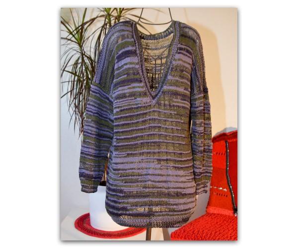 Handgestrickter Pullover mit V-Ausschnitt aus Ella von Lang Yarns