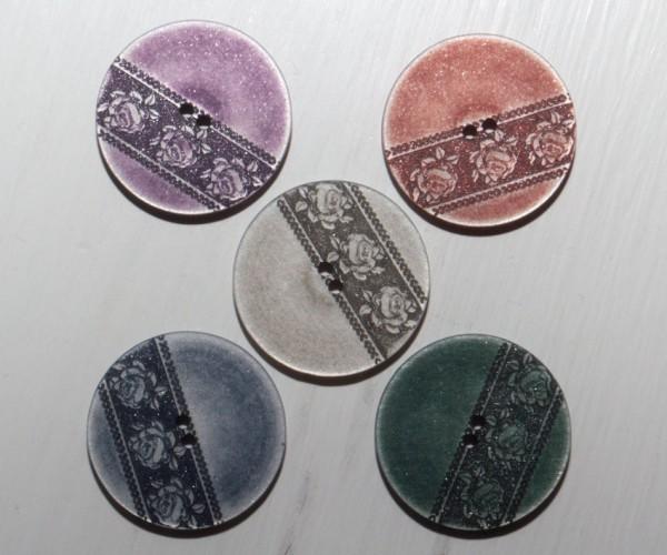 Runder Knopf aus Polyester mit Blumenbordüre, ca.28mm Ø, von Union Knopf